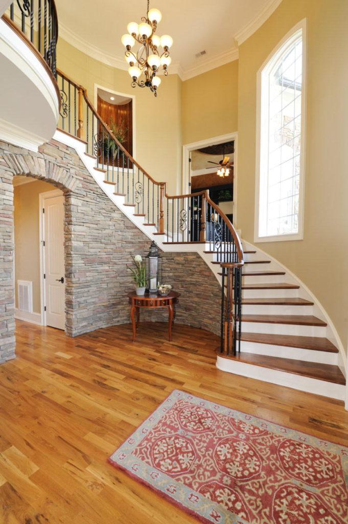 Лестницы на 2 этаж   в частном доме