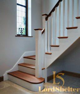 Обшивка деревом металлической лестницы