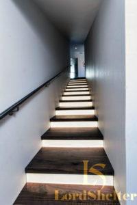 Обшивка бетонной лестницы дубом