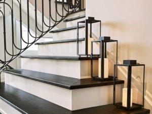 Лестницы с кованными перилами на второй этаж в частном доме
