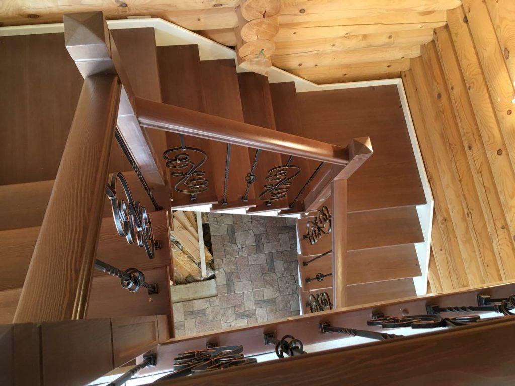 Лестница в деревянном доме на второй этаж - Дмитров
