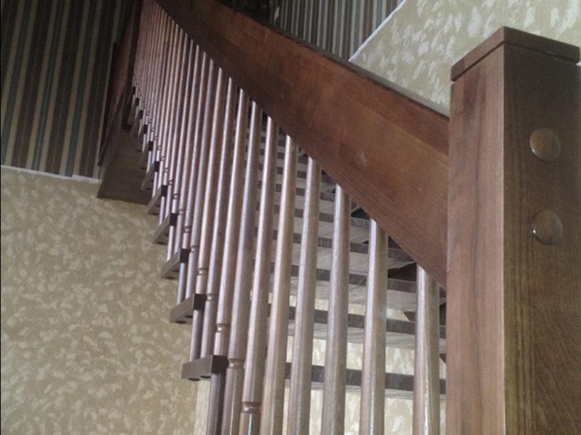 Лестницы в цокольный этаж в частном доме - Орехово