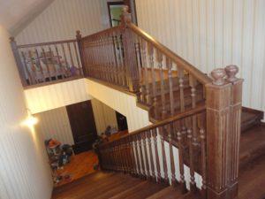 Лестница в доме из бруса - Королев