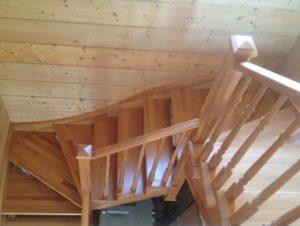Лестница в доме из бревна - Пушкино
